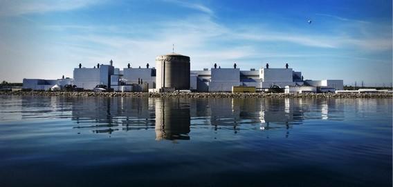 АЭС Дарлингтон в Канаде. Фото