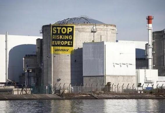 АЭС Фессенхайм. Плакат Гринпис на станции
