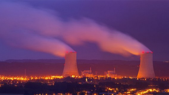 АЭС Гольвеш ночью. Фото