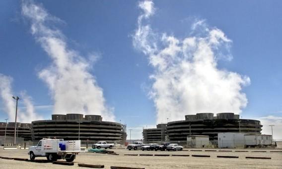 Градирни АЭС Колумбия. США. Фото