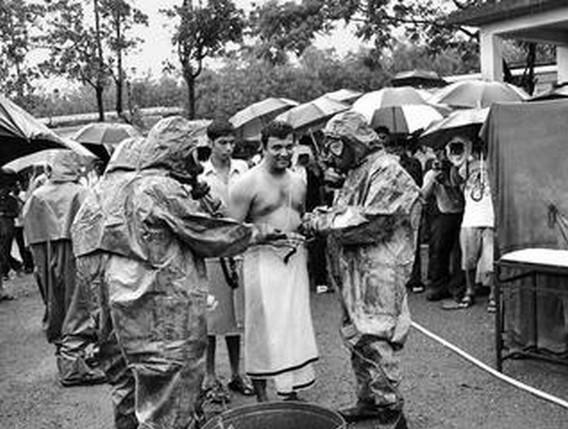 Люди из деревень возле АЭС Кайга на учениях