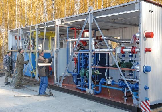 Процесс строительства модульной котельной на газу рабочими