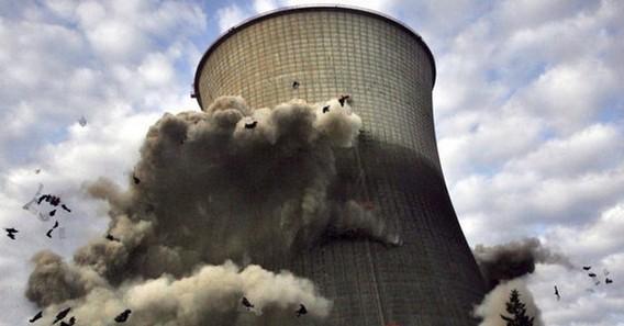 Подрыв градирни на АЭС