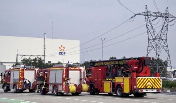 Пожарные машины у АЭС Фессенхайм во Франции