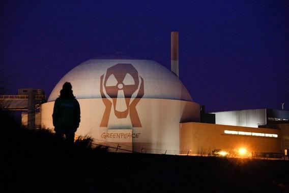 Проецирование картины художника Эдварда Мунка - Крик - на АЭС Борселле