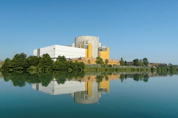 Реактор Суперфеникс на берегу Роны. Франция. Фото