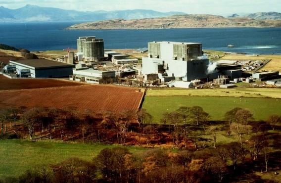 Слева- АЭС Хантерстон А, справа - АЭС Хантерстон Б. Великобритания. Фото
