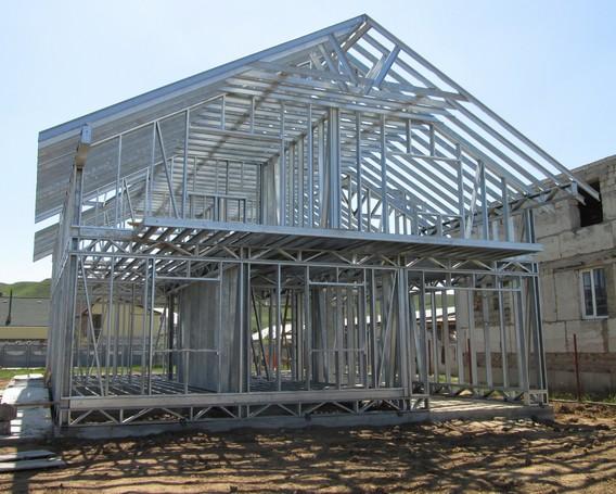 Жилой дом из ЛСТК голый каркас с крышей